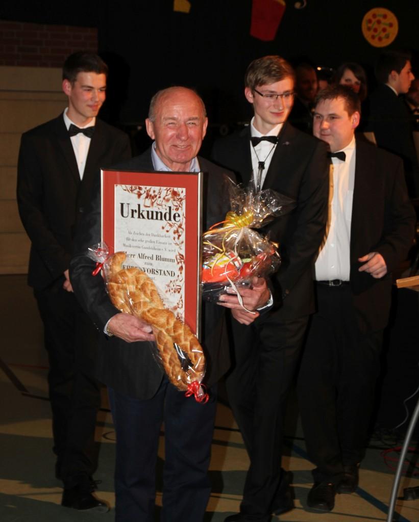 Ehrenvorstand_Blumm2015-3